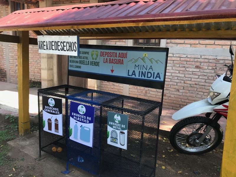 Gestión de residuos: nuevos contenedores fuera de la oficina del campamento