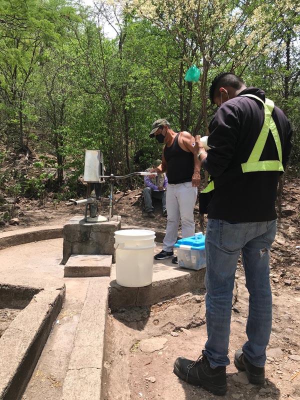 Muestreo de agua en el proyecto La India -Nance Dulce village